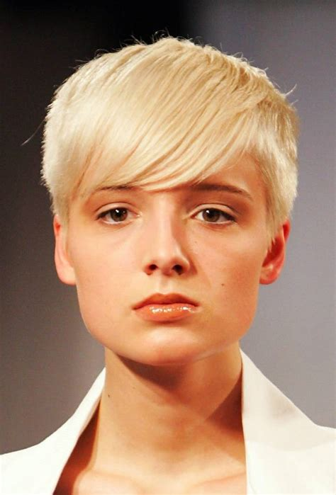haircuts for with faces short haircuts for oval faces wardrobelooks com