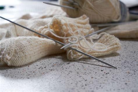 knitting left handed how do i knit if i m left handed tips for becoming a left