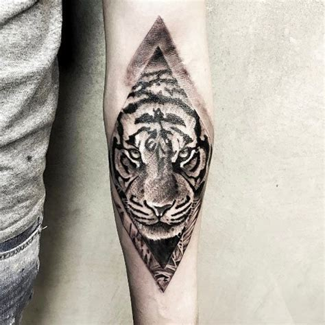 tattoo fixers diamond tiger 17 best images about animal tattoo designs on pinterest
