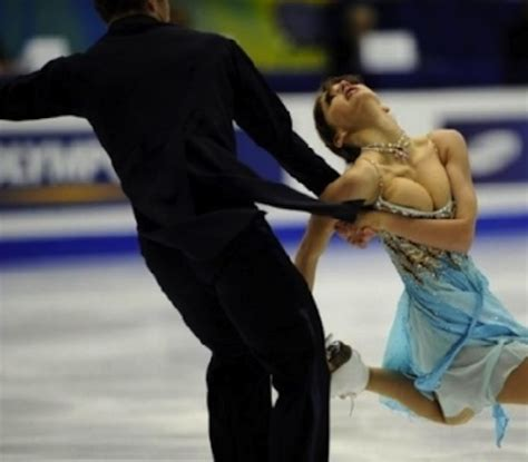figure skater loses top erimage