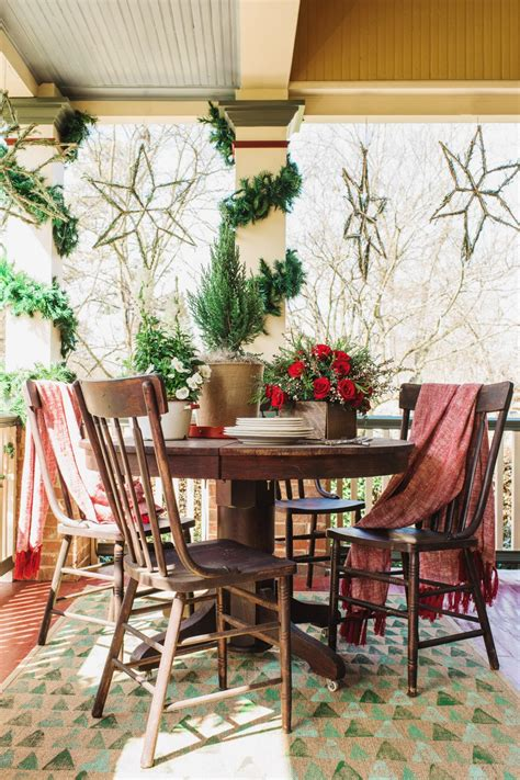 15 diy outdoor holiday decorating ideas hgtv s 15 diy outdoor holiday decorating ideas hgtv s