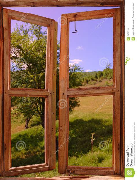 Imagenes De Paisajes Vistos Desde Una Ventana | paisaje visto de una ventana foto de archivo libre de