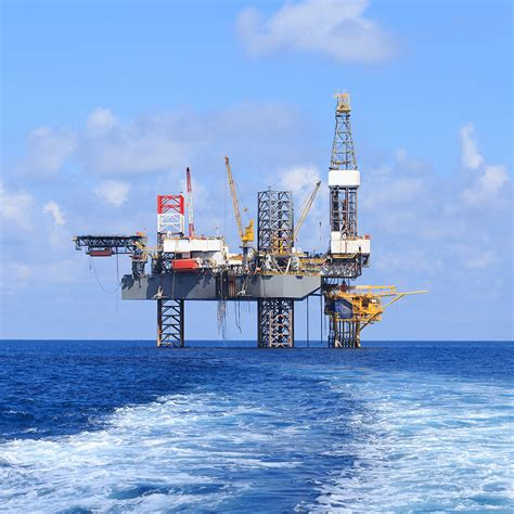 living on a boat jobs living on an offshore oil rig nes global talent