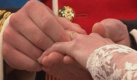 why prince william struggled to fit the wedding ring on