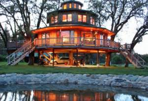 tree house resort oregon resort houses guests in treehouses ny daily news