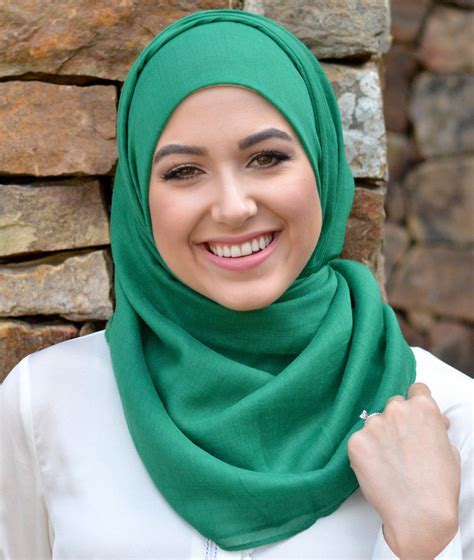 Ciput Saudi Gradasi Warna tips padupadan warna hijau yang memberi kesan