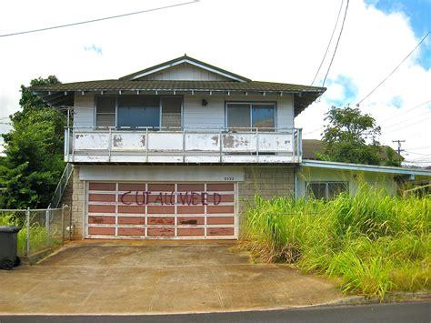 ugly house ugly abandoned property in your hawaii neighborhood