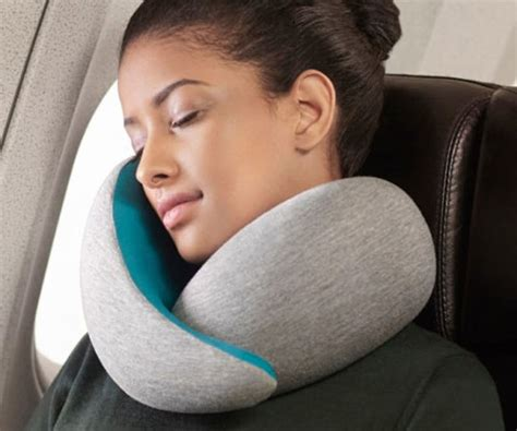 neck pillows for flying wait grown nikkas really use neck pillows on an