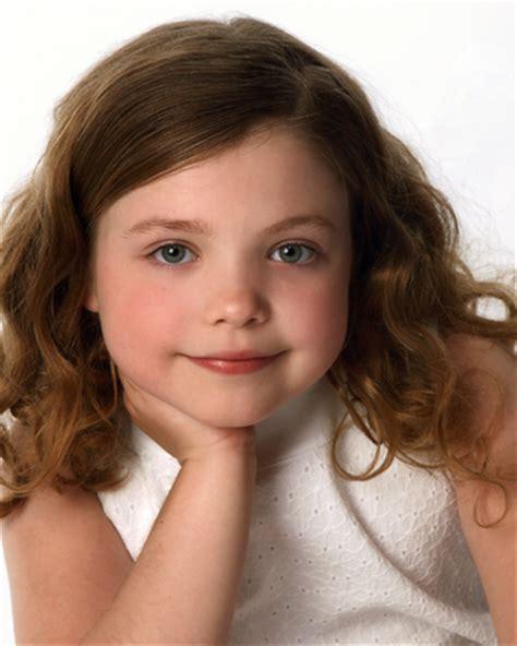 8year oldeer hair free portrait de jeune fille de 8 ans stock photo
