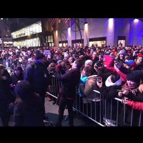 Wls News Christmas In Rockefeller Center 2014 Rockefeller Tree Lighting 2014 Performances