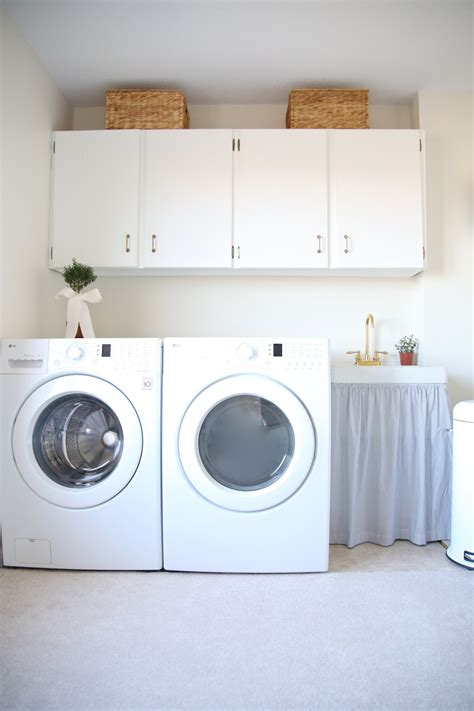 Simple Modern House Design by Laundry Room Decor