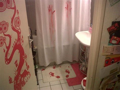 serial killer shower curtain nouria nous envoie une photo de sa salle de bain de serial