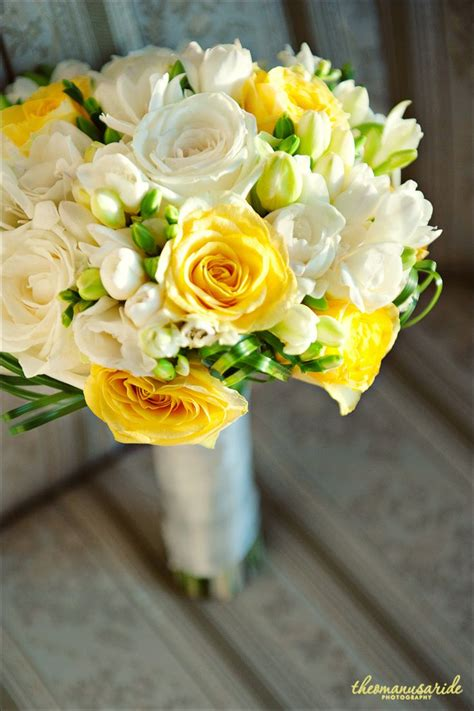 25 best yellow bouquet ideas on yellow wedding flowers yellow bouquets and