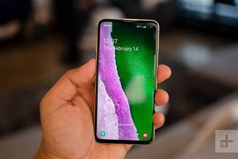 ways samsungs galaxy se   apples iphone xr digital trends