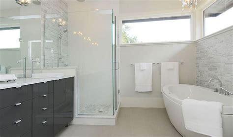 rivestimento bagno grigio 20 idee di arredamento bagno in grigio mondodesign it