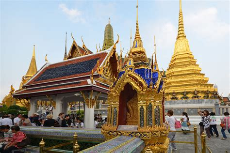 thai palace beautiful bangkok and historic temples tour suggest