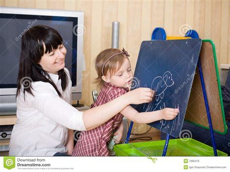 mama caliente mama ensea a su hija de 12 aos como madre que ense 241 a a su hija foto de archivo imagen 7995470