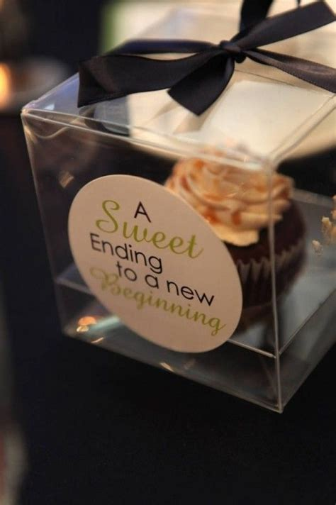 Cupcake Giveaways - 25 best cupcake wedding favors ideas on pinterest wedding favour cupcakes wedding