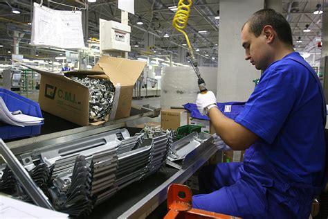 lavoro in in calo il pmi settore manifatturiero italia verso la