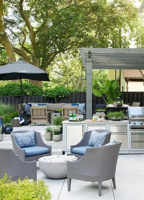 perfect  entertaining  outdoor oasis features