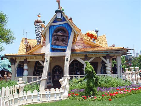 toontown house goofy s paint n play house tokyo disneyland