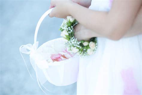 bracciali di fiori accessori floreali bottoniere per lo sposo e braccialetti