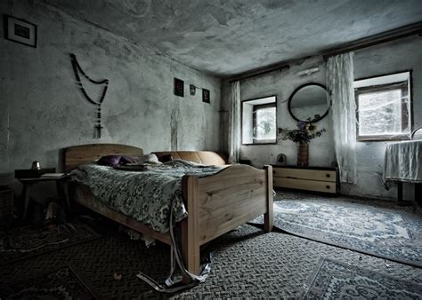 Pics Of Bedrooms by Abandoned Bedroom In The Quot House Of The Faithful