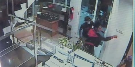 Cctv Di Semarang ini rekaman cctv pembunuhan penjaga counter hp di semarang merdeka