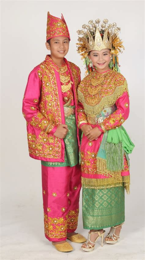 Foto Baju Pernikahan Adat Betawi gambar dan nama pakaian adat tradisional dari 33 provinsi di busana tradisional