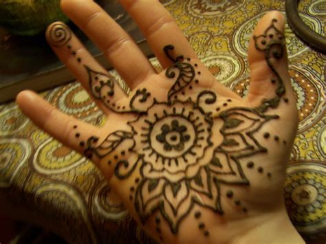 get a henna tattoo mehndi still trendy where to get a henna in