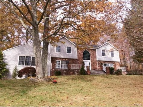 East Hton Ct Property Records 10 Tranquility Dr Easton Ct 06612 4 Beds 5 Baths Home Details Realtor 174