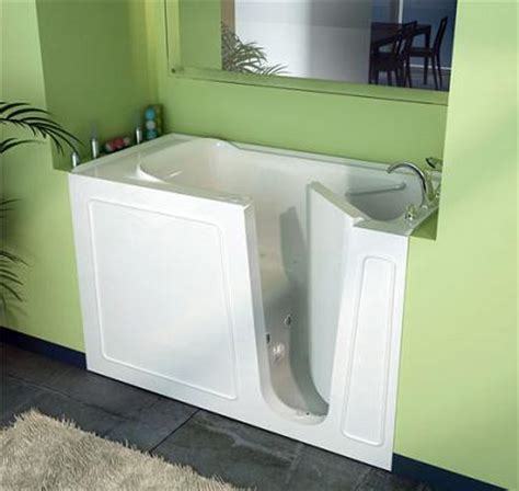 how do walk in bathtubs work walk in tubs everything you need to know before you buy