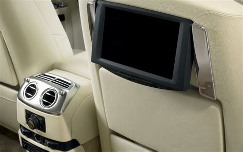 rolls royce ghost rear interior 2013 rolls royce ghost revealed changes are spookily subtle