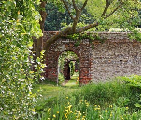 amazon garden amazon finds loophole around apple s walled garden neowin