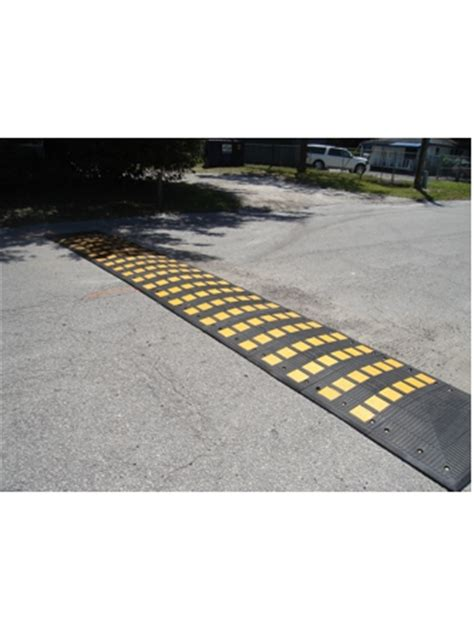 Heavy Duty Asphalt Pavement Section by Heavy Duty Rubber Speed Hump Middle Section Traffic