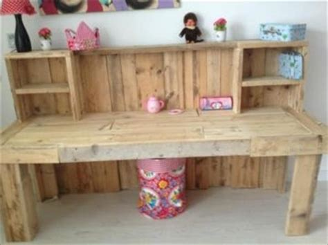 kids room desk ideas reclaimed wood desk maybe i could pallet desk designs pallets designs