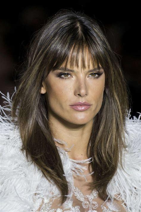 Welche Frisur by Welche Frisur Betont Die Gesichtskonturen Vorteilhaft