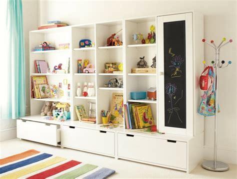 bibliotheque chambre enfant rangement salle de jeux enfant 50 id 233 es astucieuses