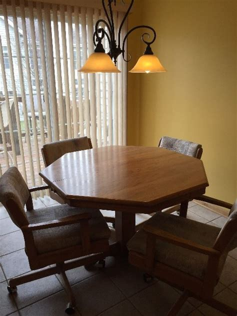 kitchen table sets with rolling chairs estate sale in il starts on 3 17 2017