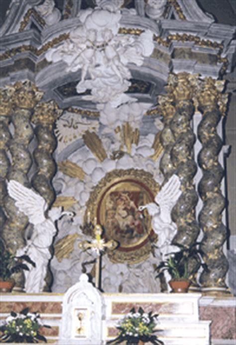 accendo una candela alla madonna beata vergine della porta