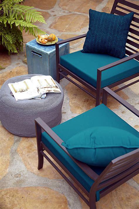 pillows  cushions  outdoor furniture maximize