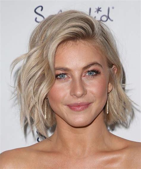 what blonde colour is julianne hough short hair 2014 julianne hough medium wavy casual hairstyle light blonde