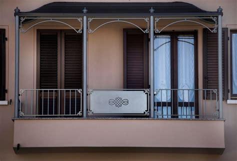 tettoia per balcone coperture per il balcone pergole e tettoie da giardino