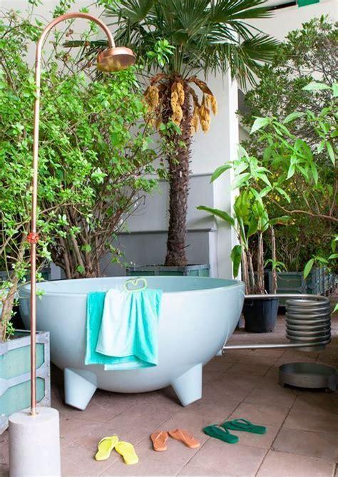 decorar los interiores con plantas decorar con plantas al estilo tropical