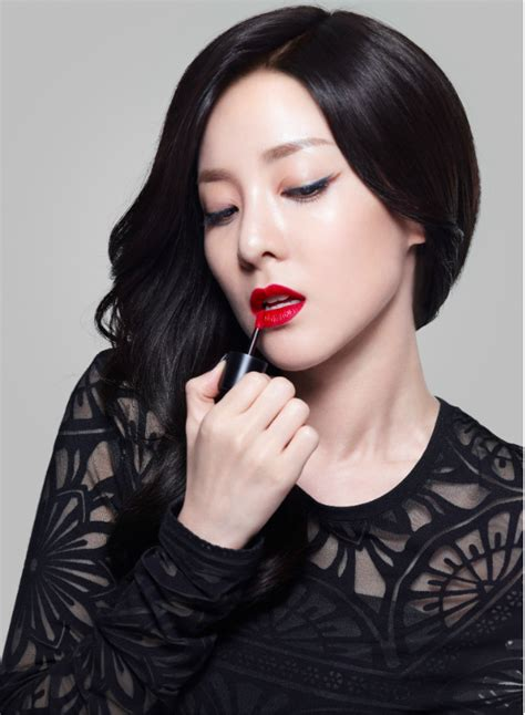 Arum Top In Black Dara lip manicure get ready with clio 2ne1 s dara