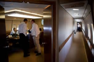 air one layout interior file barack obama and robert gibbs in the conference room of air force one jpg wikimedia commons