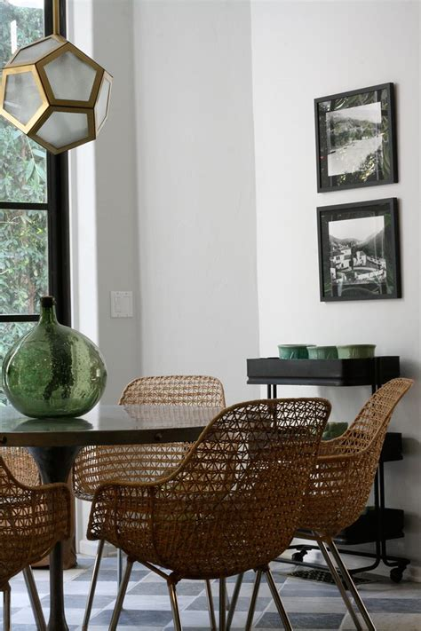 rattan dining chairs presenting modern rusticity