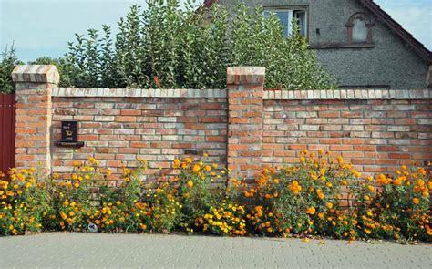 mur ogrodzenie z cegły rozbi 243 rkowej dom i natura
