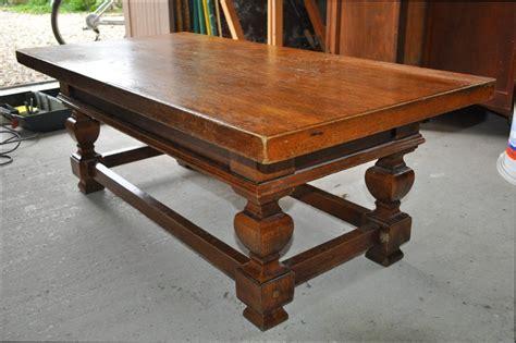 Repeindre Une Table En Bois Vernis repeindre une table basse en bois tourdissant