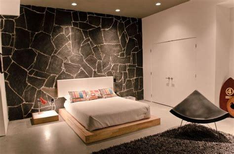 da letto con parete in pietra arreda la tua casa con la pietra idee marmisti